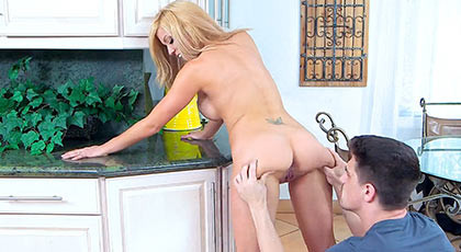 Parker Swayze a horny housewife fucks much better who cooks