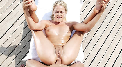 Unmissable session of anal sex on a sunny day with the assed blonde Christen Courtney