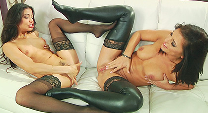 Veronica Rodriguez has found a perfect ally to give pleasure to her pussy pink on a trio, the stunning Adriana Chechick