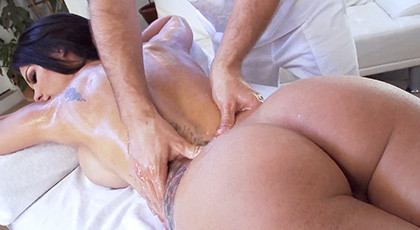 Peta Jensen massages always end up with amazing cumshots over her naked body