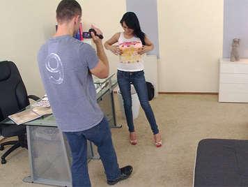 Casting porn, a brunette girl doing a blowjob