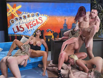 Orgy with porn stars in a television program by emitting live and direct