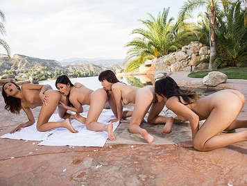4 Asian horny lesbians making sexual small train in the pool