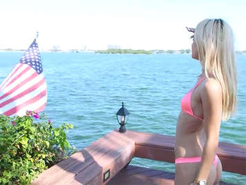 Blowjob of a blue-eyed blonde babe in bikini and with body model