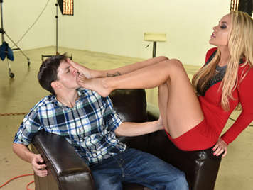 Sexual pleasure and fetishism with the feet of Alexis Monroe