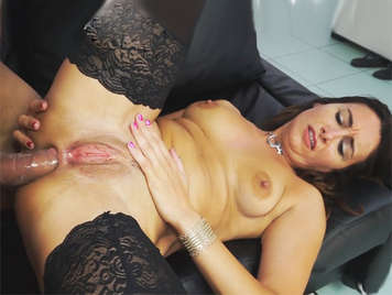 Italian whore amateur girl  with a big wet pussy brutally sodomized