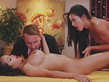 Trio with two mature busty in sex games