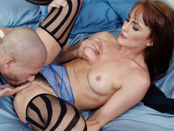 Rich housewife wants a good cock in her pussy to be fucked well