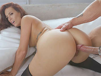 Revolt on the couch with a sexy mature lady