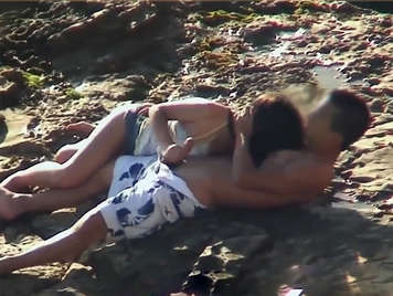 Video porn voyeur, teenage girl blowing her boyfriend on the beach