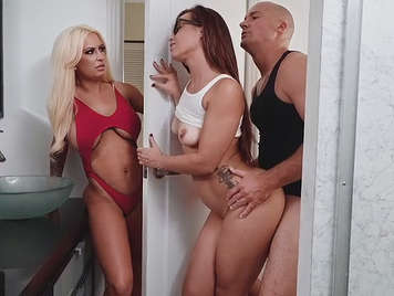 Cuernuda points to a threesome with her husband