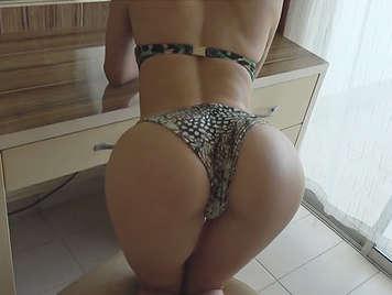 Homemade porn with his perfect ass girlfriend and bikini