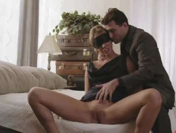 Sensual luxury slut milf receives cumshot between tits