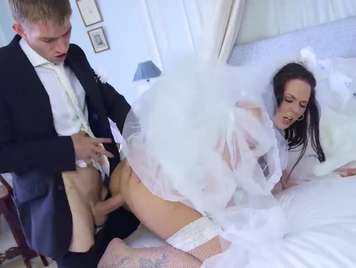 Girlfriend wants to fuck with her ex before getting married