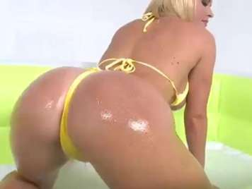 Oil in the rich ass of Krissy Linn for anal sex