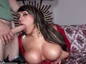 Colombian mature expert in pumping milk with her mouth