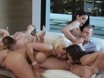 Groupsex with five very horny girls