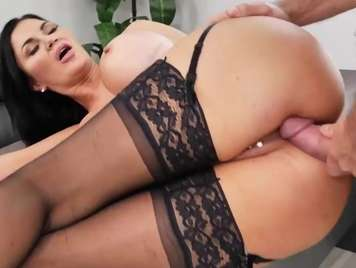 Lingerie of a secretary seduces the boss and wants hard sex