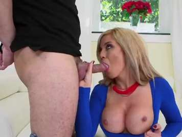 Natural tits blonde receives a good cumshot