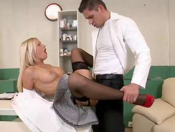 Doctor fucks a blonde urgently lack of xxx sex