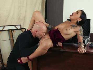 Tattooed with brunette pussy wants a dust in the office