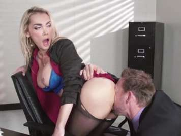 Secretary with tremendous ass enjoys fucking with the boss