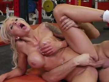 Gym fucking with a big tits blonde