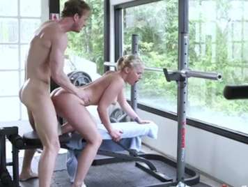 Blonde gym with pink pussy sucks and gets wet