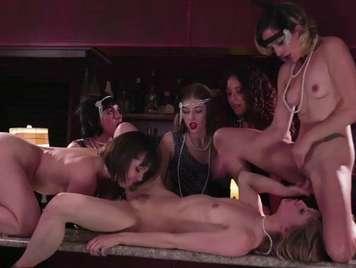 Groupsex in a spectacular lesbian bar