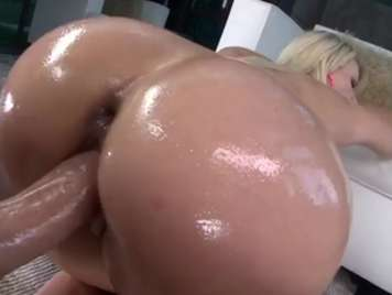 Awesome blonde butt gets doggy pose