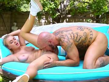 Couple enjoy a great fuck outdoors