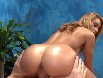 Massage with a blonde with a hard ass ends full of milk