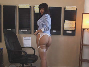 The secretary of your dreams has a big round ass and takes sexy lingerie