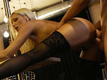 A beautiful blonde and luxury whore brutally fucked until a copious orgasm and cumshot that falls from the corner of the lips