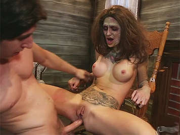 Deep and brutal anal sex halloween, with a zombie girl whit a tattooed body