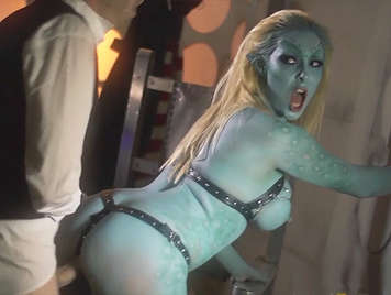 Doctor Who, fucking an alien to save the world, he thrusts his big cock in her pussy blue to calm his anger and cum into his mouth to quench his thirst for revenge