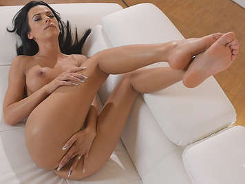 He masturbates lying relaxed rubbing her shaved pussy with toes tucked into the mouth while the clitoris rubbed with their heels until a wonderful and pleasurable orgasm