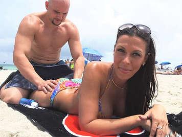 Luxuriant buxom brunette in bikini doing a spectacular blowjob receives a great cumshot in her face