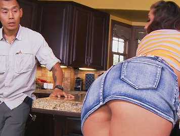 Hot girl with amazing ass seduces the plumber and fucks him