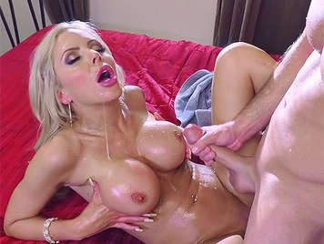 A great cumshot bettwen the wonderful tits of an experienced deluxe mature whore