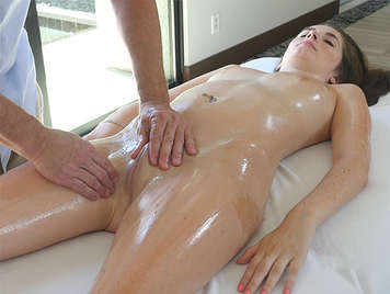 A sensual massage with oil and very good sex