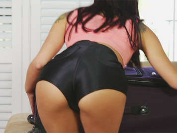pussy sucking her at her niece that takes a mini shorts