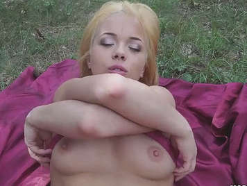amateur porn video of couple fucking in the field