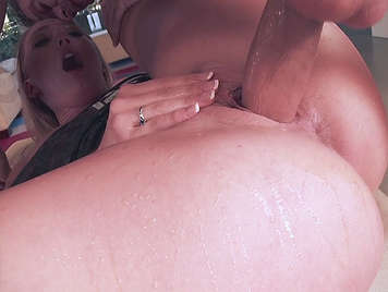 Assed blonde she squirts like a bitch when is fucked hard