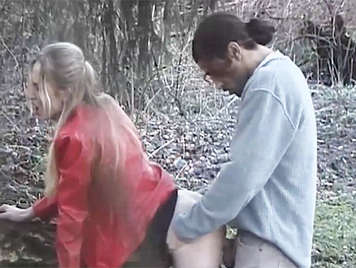 Voyeur observed as a couple fucking in the field, he puts his fingers in the Pussy to the blonde
