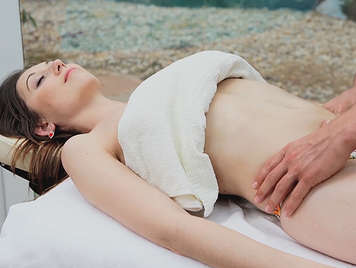 Relaxing and exciting massage with happy ending